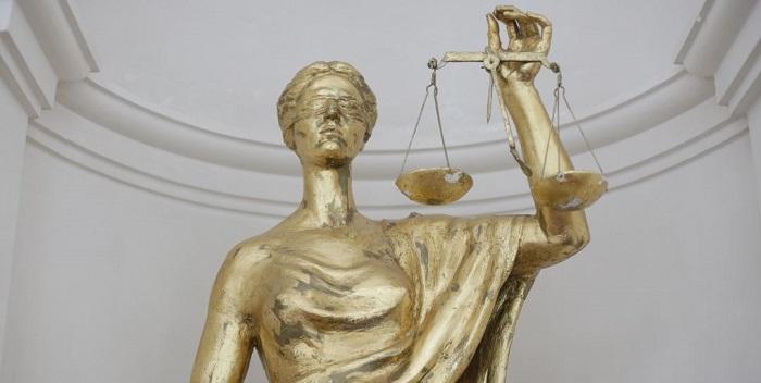 Avocati romani intre lege si dreptate